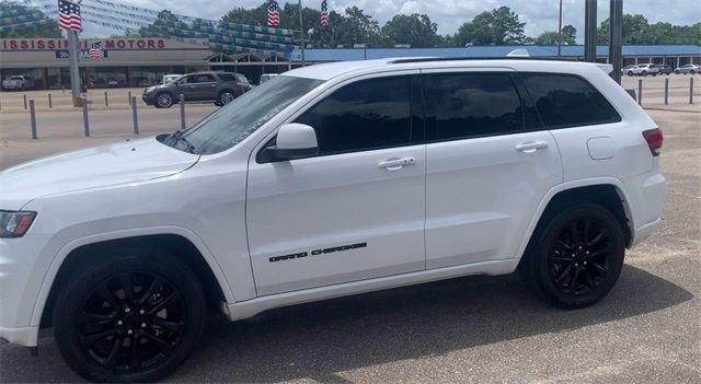 Pre-Owned 2019 Jeep Grand Cherokee Altitude